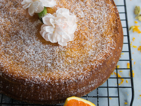 Almond cake with cardamom and orange