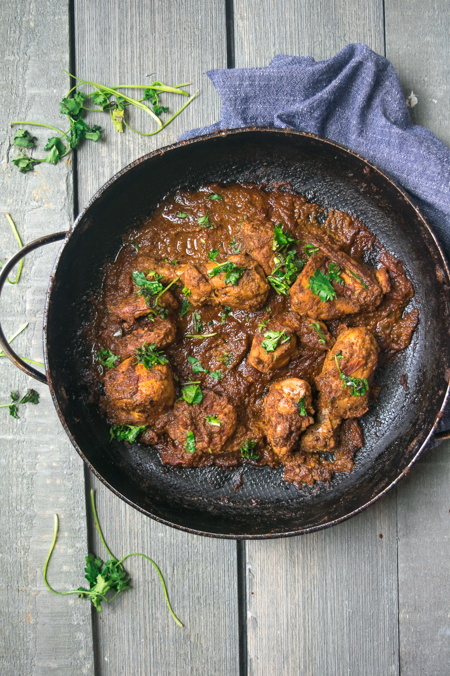Mom's simple chicken curry-- this dish is filled with aromatic spices and will roughly take an hour to make and is not overly complicated! |www.cookeatlaugh.com