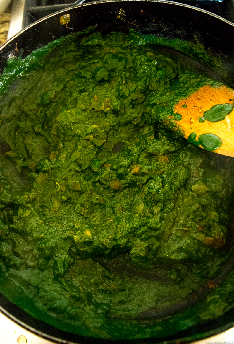Palak paneer(Spianch with Indian cheese)--soft Indian cheese called paneer cooked in a smooth spinach(palak) curry! |www.cookeatlaugh.com-4
