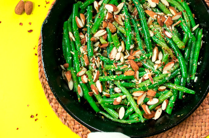 Sautéed green beans with toasted almonds